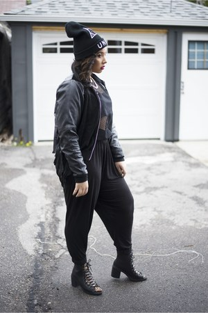 black laceup bootie Deena & Ozzy boots - black beanie UNIF hat