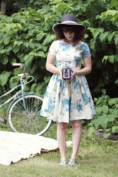 modcloth dress - modcloth hat - seychelles heels