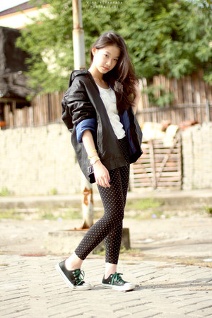 polkas Uniqlo leggings - leather Guess hoodie - knit Gaudi top