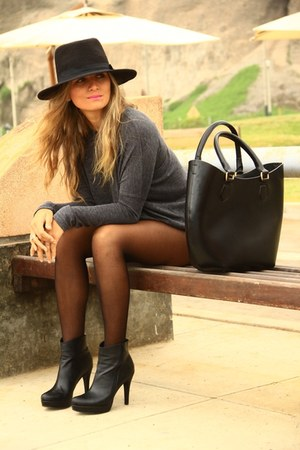 Mirelly Reyna shorts - Payless boots - Zara bag - Mirelly Reyna sweatshirt