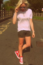 red Converse sneakers - army green asos shorts - white Zara t-shirt