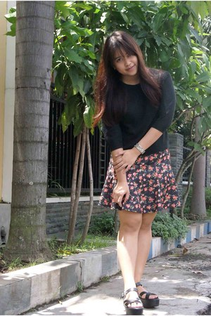 black sweater - black printed skirt - black creepers wedges