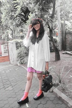 white unbranded sweater - bubble gum venza skirt - black pollux wedges