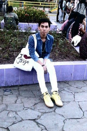 unknown brand jeans - League shoes - unknown brand shirt - MIROTA BATIK bag