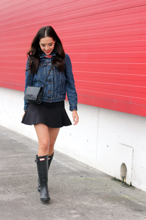 black Hunter boots - blue denim Wrangler jacket - black pull&bear skirt