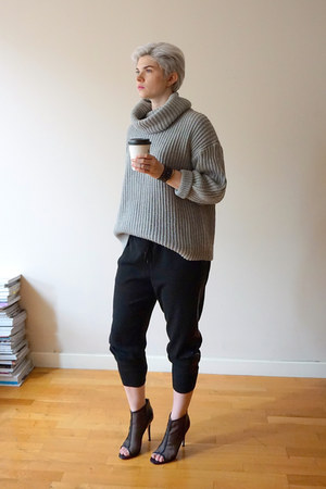 heather gray American Apparel sweater - black vince pants