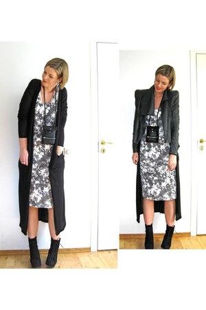 black bumper boots Opening Ceremony boots - white Something Else dress - dark gr