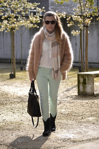 Zara jeans - t fabriekske boots - H&M scarf - Tops bag - vintage cardigan