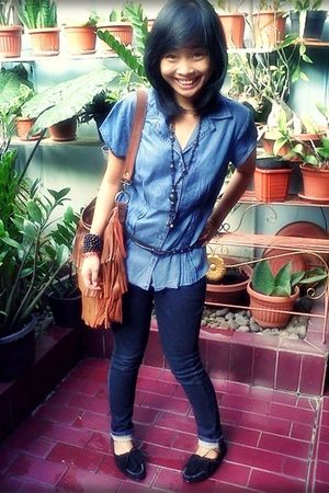 blue dust jeans - blue blouse - brown thyo pernik accessories - black shoes - bl