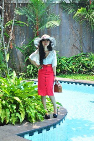 cotton pink wedhe has it  skirt - Bandung Hand made hat - moms bag