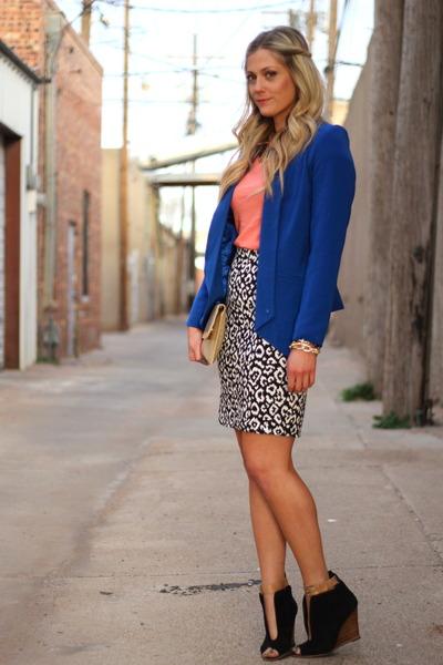 carrot orange Gap shirt - black Karen Kane skirt