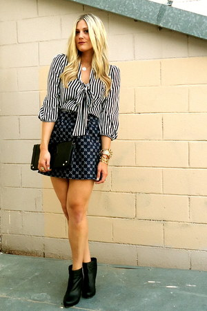 white Lulus blouse - black tory burch bag - navy Gap skirt