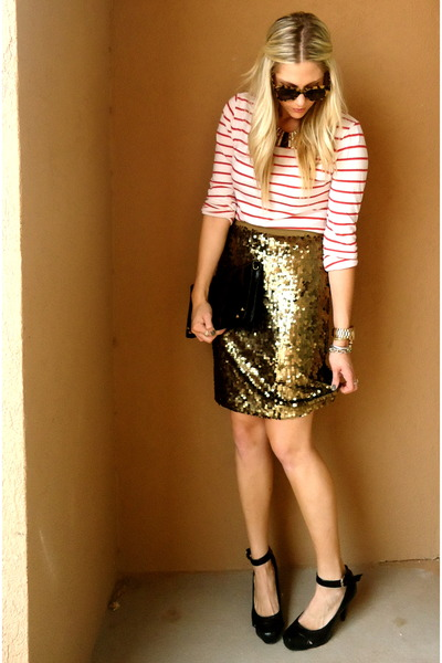 white Loft t-shirt - bronze NY&Company skirt