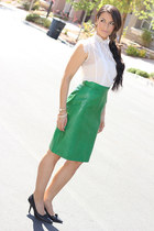 dark green leather vintage skirt - black leather Vince Camuto heels