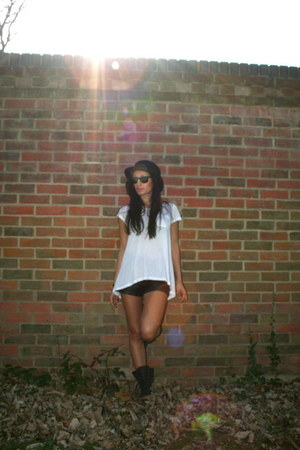 Topshop boots - Austin Reed hat - Rag and Bone shorts