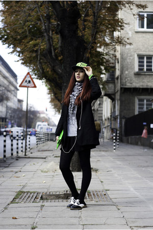black cap hat - white oxfords shoes - black classic blazer - green clutch bag