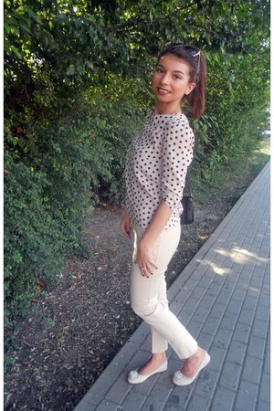 beige dots Atmosphere blouse - no brand shoes - rings Avon accessories