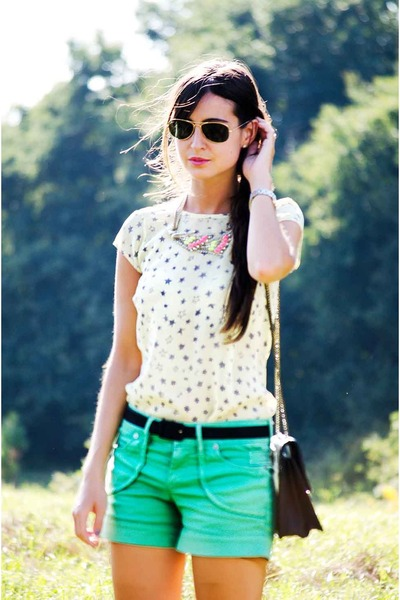 Zara necklace - Zara shirt - Bershka bag - Bershka shorts - Ray Ban glasses