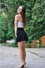 Black-pull-bear-skirt-ivory-atmosphere-top-beige-stradivarius-sandals