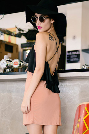 nude DIDD dress - black DIDD hat