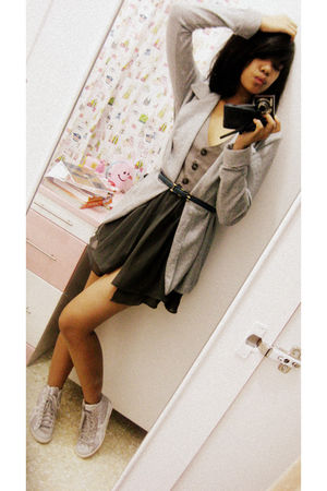 gray supre blazer - gray evan-picone dress - blue belt - silver Onitsuka shoes