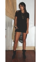 bench t-shirt - F&H shorts - janilyn boots