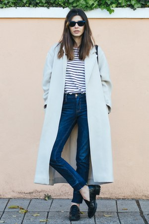 navy Zara jeans - ivory Gérard darel coat - gold Nikibi necklace