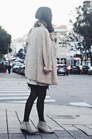 white vintage coat - Zara scarf