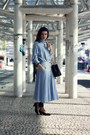 Light-blue-vintage-dress-black-chanel-bag-black-vintage-pumps