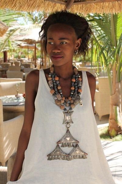 La Maison du Lin dress - Galerie Mémoires Africaines bracelet
