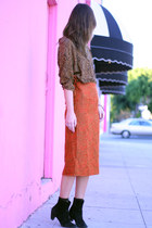 second-hand blouse - second-hand skirt - second-hand boots - unearthen accessori