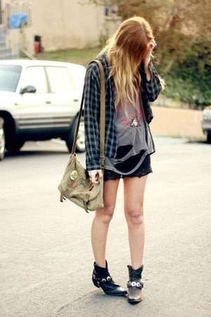 destroyed vintage t-shirt - plaid vintage shirt - lace Billabong skirt
