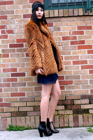 vintage coat - vintage dress - Forever 21 boots - Forever 21 accessories