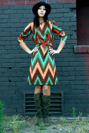 brown vintage hat - knee high UO boots - psychedelic 70s vintage dress