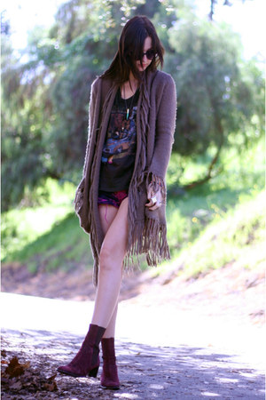 maroon DKNY boots - Guess shorts - fringe BB Dakota cardigan