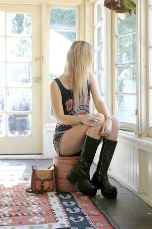 mayan sundial vintage bag - Tunnel Vision boots - denim vintage shorts