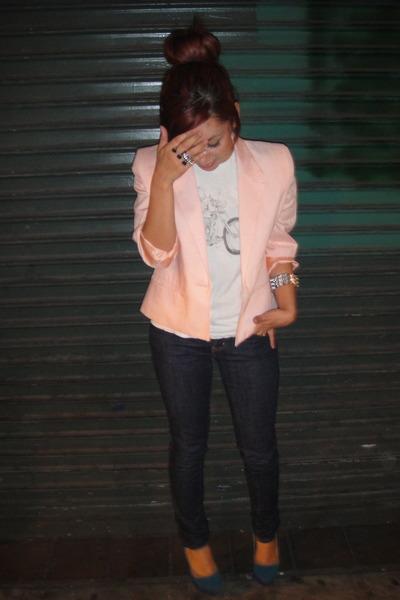 pink vintage blazer - vintage t-shirt - Frankie B jeans