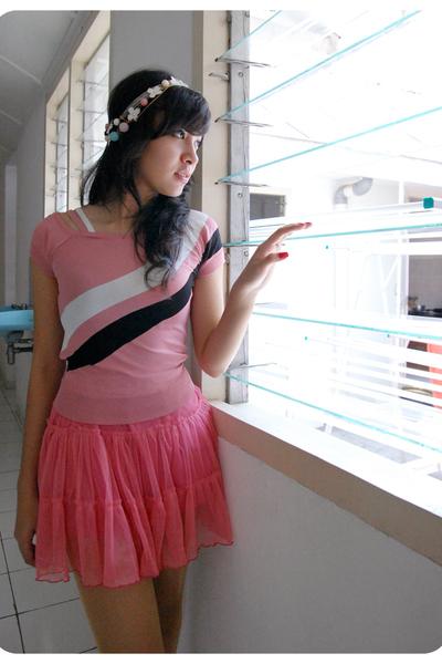 distincUt top - distincUt skirt - SATRIA accessories - trifted stockings