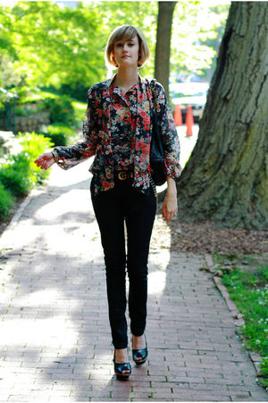 purple vintage blouse - black H&amp;M jeans - black Finsk shoes - gold vintage neckl