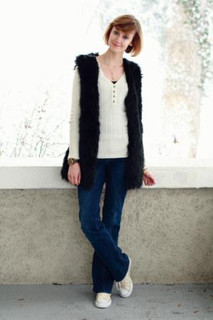 black faux fur romwe vest - navy seamed flared Mango jeans