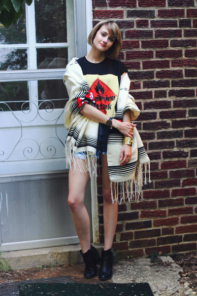ivory blanket vintage cape - black ankle boots H&M boots