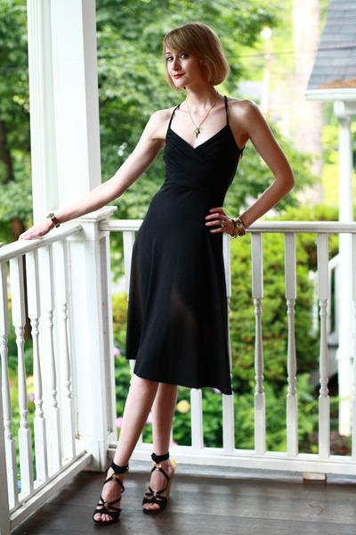 jersey Holly Sharp dress - tortoise shell Michael Kors watch - gold heel Yves Sa