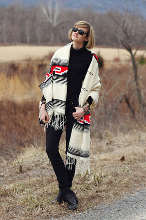 cream blanket New Mexico scarf - black ankle boots H&M boots