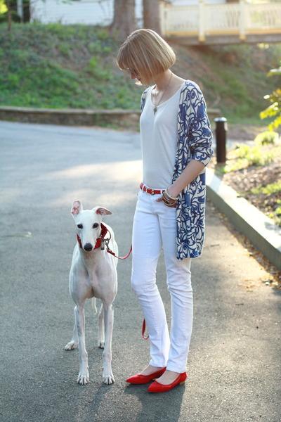 red skinny Violet Boutique belt - white skinny Mango jeans