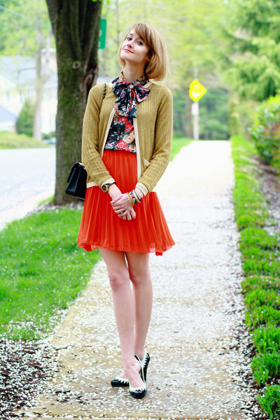 carrot orange pleated skirt romwe skirt - gold metallic gold asos sweater