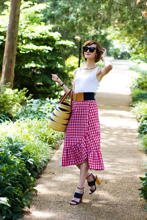 red gingham Zara skirt - black cat eye quay sunglasses