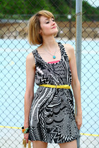 black optical print mind code dress - white hobo Theory bag - yellow skinny belt