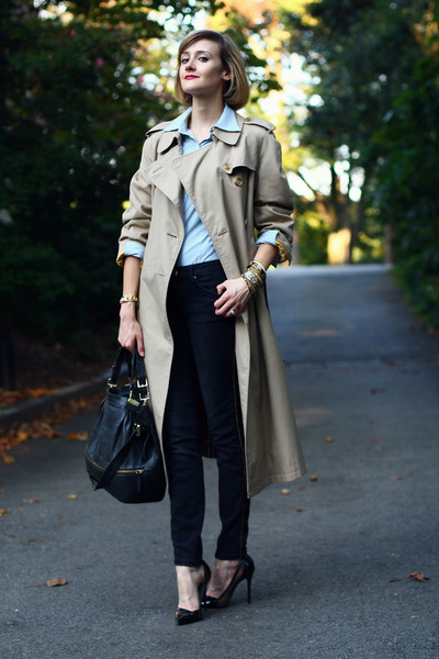 beige trench coat Burberry coat - black gold striped Zara jeans - black Boyy bag