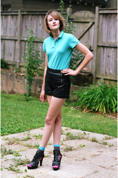 blue Lacoste top - black Topshop shorts - blue Happy socks - black Mango shoes