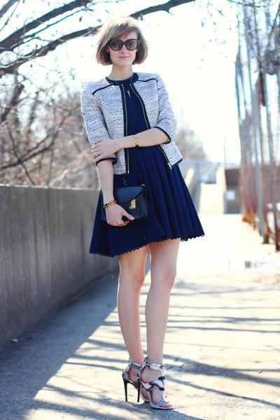 beige Shoedazzle heels - navy scalloped hem Jill Stuart dress
